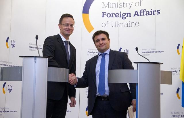 Клімкін назвав найкращий спосіб самореалізації для угорців Закарпаття в Україні
