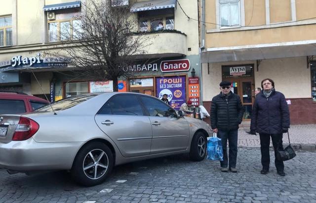 Автомобіль мера Ужгорода порушив ПДР (Фотофакт)
