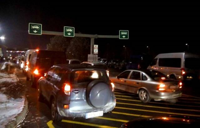 На кордоні з Угорщиною – величезні черги на в'їзд в Україну (ФОТО, ВІДЕО)