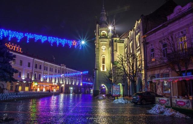 Працівники бюджетної сфери Мукачева отримали до новорічних свят премії