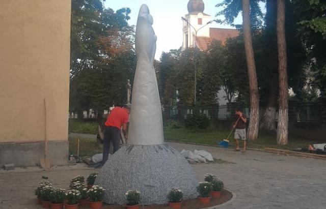 У Виноградові біля середньовічної римо-католицької церкви відкриють скульптуру Богородиці (ФОТО)