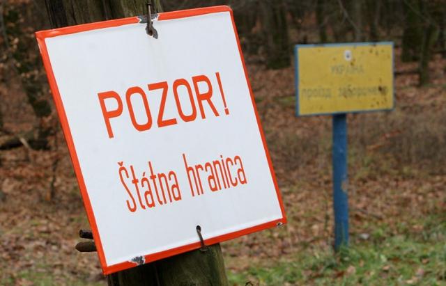 Прогавили? У Словаччині затримали 12 в'єтнамців, яких пропустили закарпатські прикордонники
