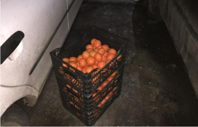 Закарпатець вкрав з автомобіля три ящики мандаринів