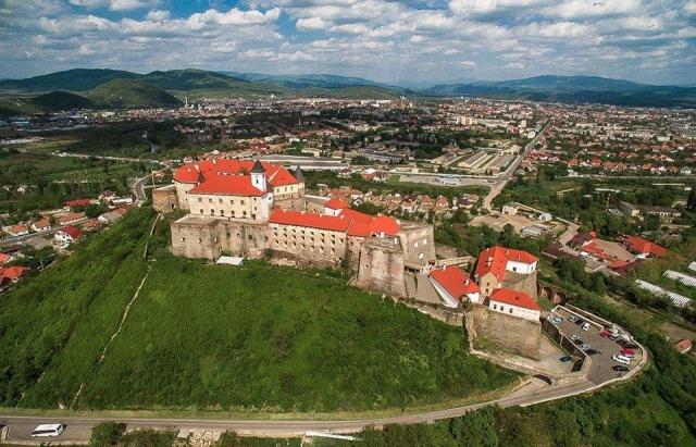 """У замку """"Паланок"""" збільшать штат екскурсоводів та музейних доглядачів"""