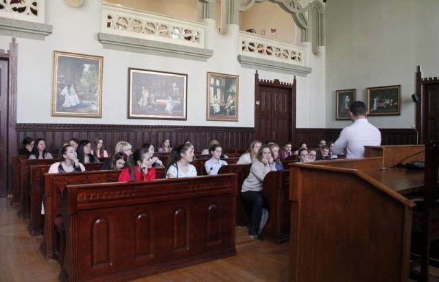 15 обдарованих школярів Мукачева отримуватимуть щомісячну стипендію