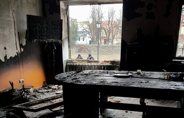 В Ужгороді під вікна офісу КМКС підклали вибухівку, пожежа знищила приміщення