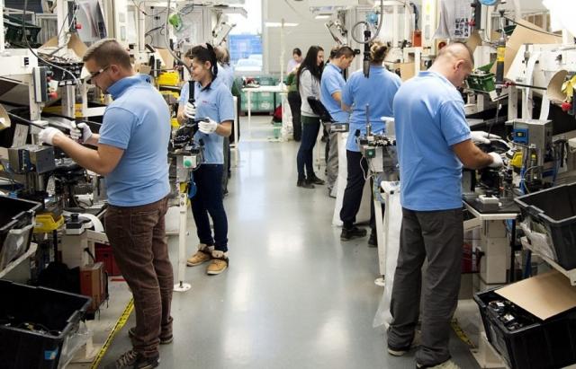 Українці витісняють угорців на заводах, адже погоджуються на меншу зарплату