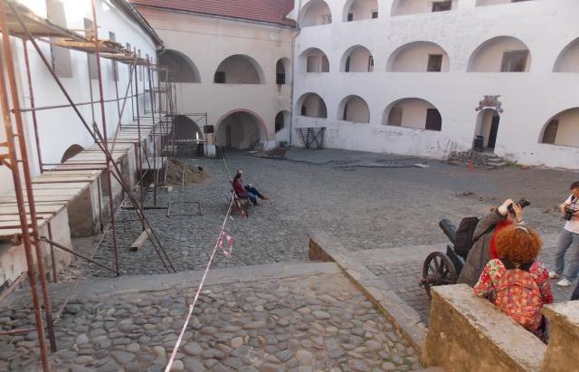 """Як і що оновлюють в Мукачівському замку """"Паланок"""" (ФОТО)"""