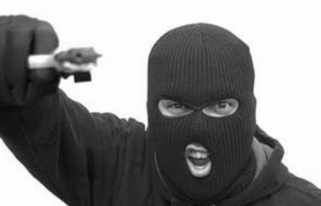 Розбій на Тячівщині: 3-є людей у масках увірвались у будинок та викрали велику суму грошей