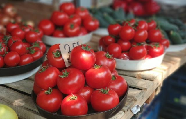І хочеться, і колеться: Які ціни на ранні овочі в Закарпатті (ФОТО)