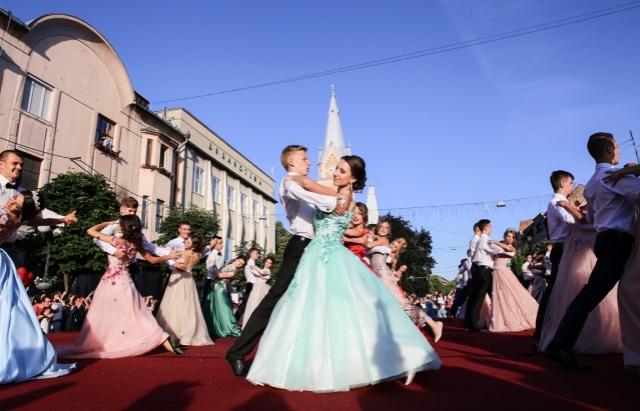 Цьогоріч традиційний бал випускників у Мукачеві запланували на 29 червня