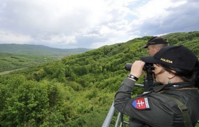 Наші не помітили: Словацькі прикордонники затримали 6 в'єтнамців та українця