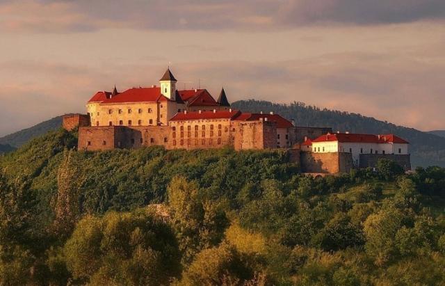 Як замок Паланок на Закарпатті розвивається без допомоги держави (ВІДЕО)