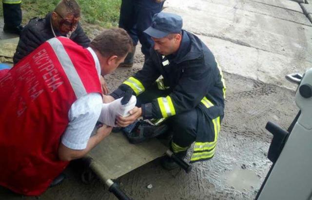 4 кілометри на руках: На Закарпатті 19-річний хлопець випав з поїзда (ФОТО)