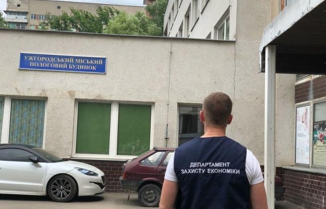 Акушеру-гінекологу, якого затримали в Ужгороді на хабарі, світить до 12 років в'язниці (ВІДЕО)