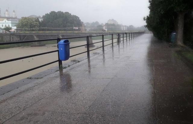 Закарпаттям пронеслася потужна злива з градом (ФОТО, ВІДЕО)