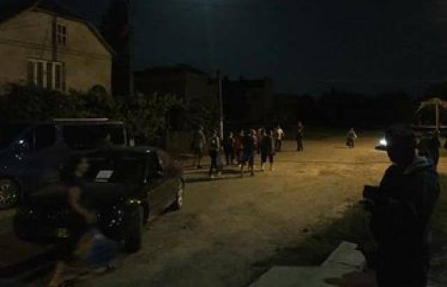 У Сасові активісти другу добу блокують дорогу (ФОТО)