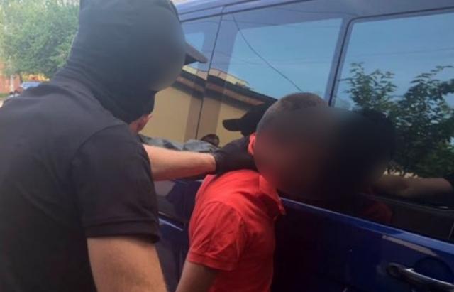 Прикордонник, якого у Виноградові затримали на хабарі, ще й приторговував наркотою (ФОТО)