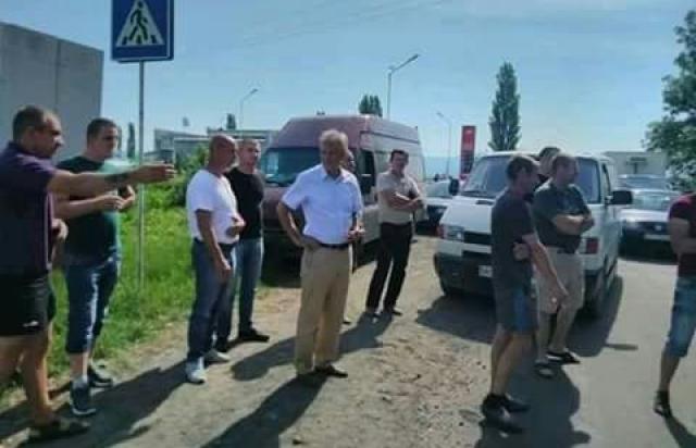 Після 2 діб блокади в Сасові селяни заблокували всю транспортну розв'язку (ФОТО)