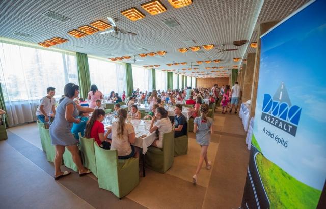 """Угорська компанія """"Дуна Асфальт"""" організовує відпочинок для 400 закарпатців на Балатоні (ФОТО)"""