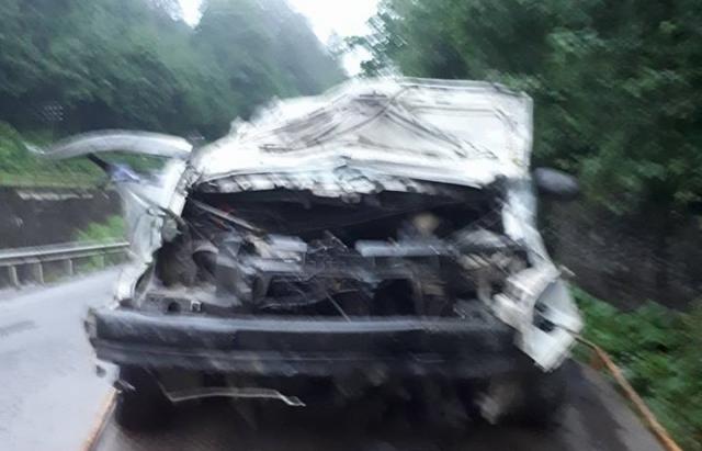 ДТП на Рахівщині: Volkswagen влетів у бетонну стіну. Загинув водій та пасажир (ФОТО)
