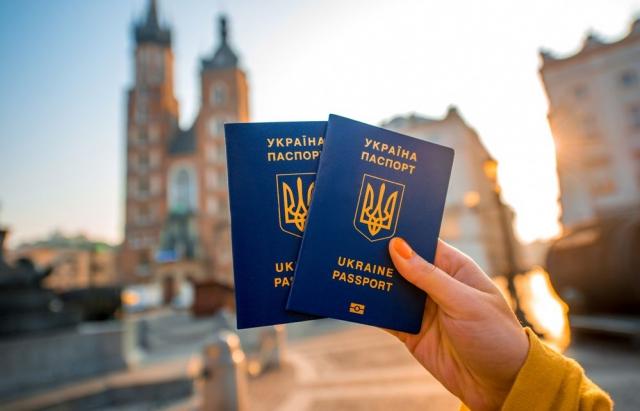 Рік «безвізу»: 550 тисяч українців «попили каву» у Відні