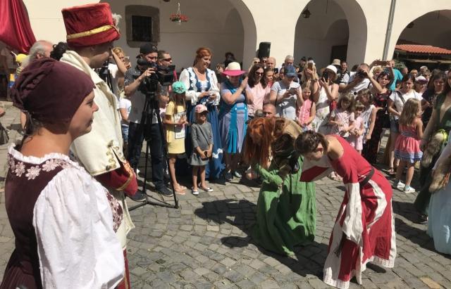 У замку Паланок провели реконструкцію весілля Ілони Зріні та Імре Текелі