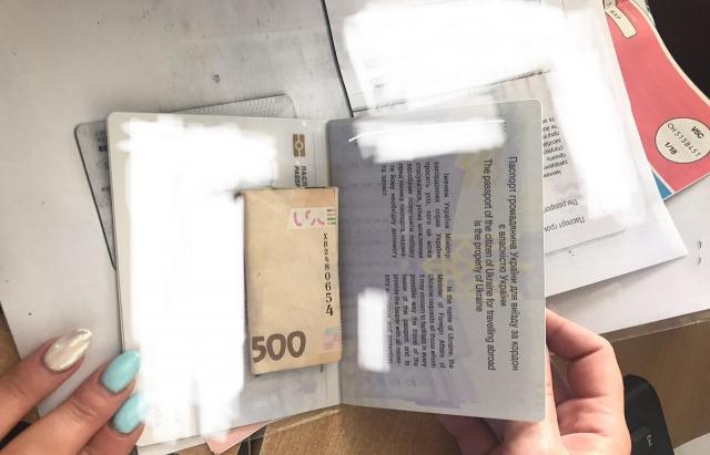 Закарпатський митник відмовився від хабаря (ФОТО)