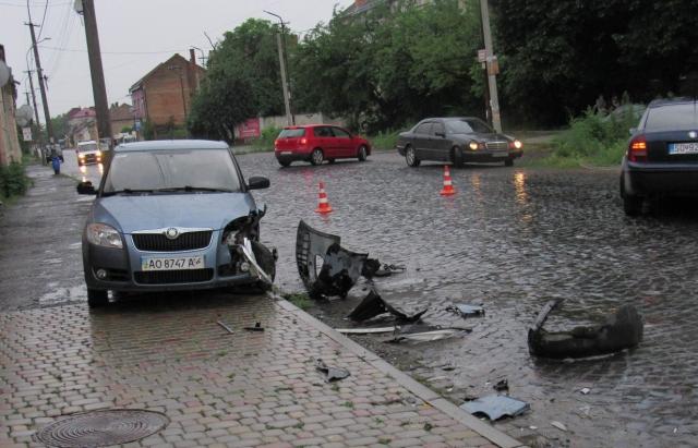ДТП на Закарпатті: зіткнулися 3 авто Skoda (ФОТО)