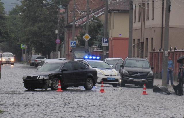 ДТП в Мукачеві: зіткнулися 3 авто Skoda