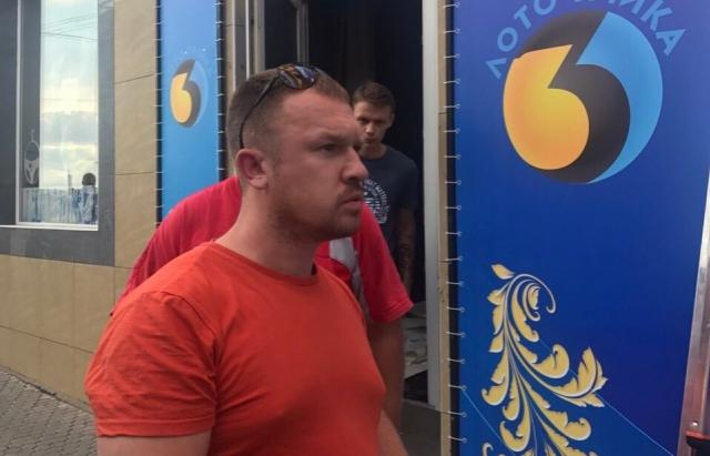 Ужгородцю, який розбив каменюкою авто мукачівських муніципалів, дали 2 роки умовно