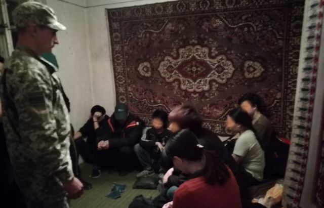 Гарбузова хата: На Закарпатті виявили помешкання де ховалось 13 в'єтнамців