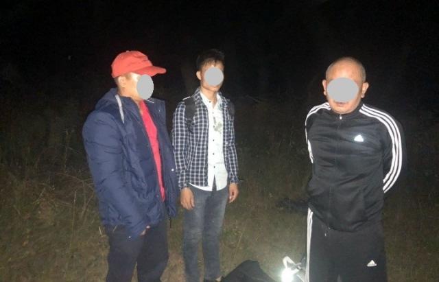 Біля кордону з Словаччиною затримали провідника та 3 в'єтнамців (ФОТО)