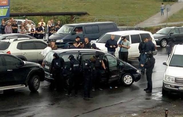 Спецоперація силовиків у Мукачеві: постріли, побиті авто та інші подробиці (ФОТО, ВІДЕО, постійно оновлюється)