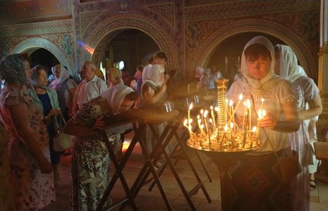 Мукачівці моляться до мощів 10-ти святих цілителів