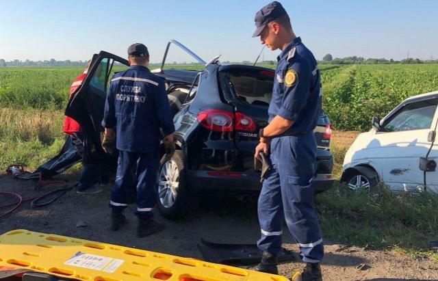 У лікарні помер водій VW Tiguan, який потрапив у жахливу аварію під Мукачевом