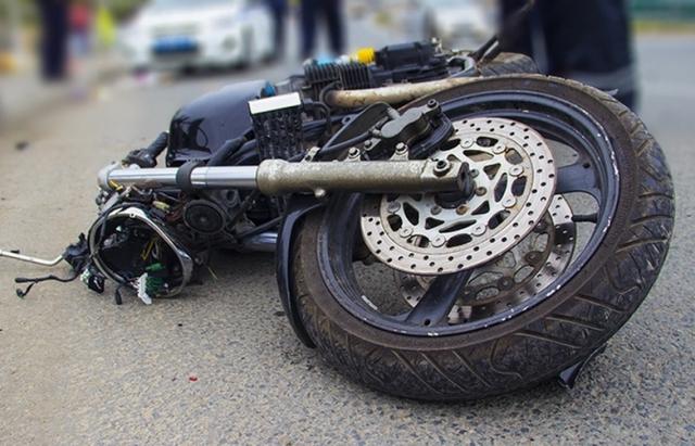 У Рахові мотоцикліст збив 2-х жінок, одна з них була з візочком. Подробиці від правоохоронців