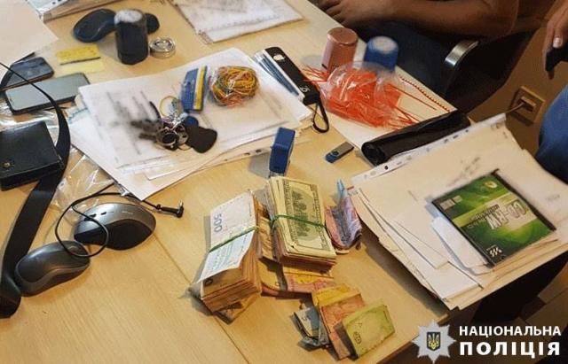 """""""Чорна"""" каса та брокери: Департамент захисту економіки розповів деталі злочинної схеми закарпатських митників (ФОТО)"""