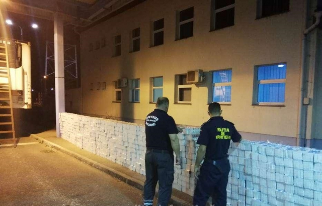 Румуни виявили вантажівку з 40 тис. цигарок, які проґавили на закарпатському КПП (ФОТО, ВІДЕО)