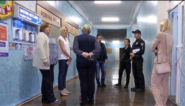 За погану оцінку стільцем по голові: у Києві школяр проломив вчительці голову стільцем і порізав ножицями