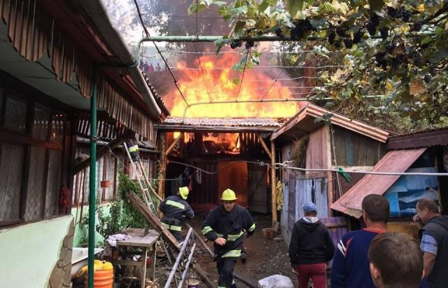 Сьогодні у Сваляві ледь не згорів будинок (ФОТО)