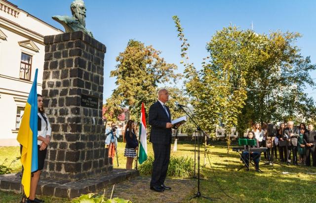 У День національної жалоби на Закарпаття приїхав з кортежем міністр юстиції Угорщини