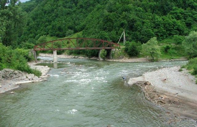 На Закарпатті у річці виявили тіло літньої жінки