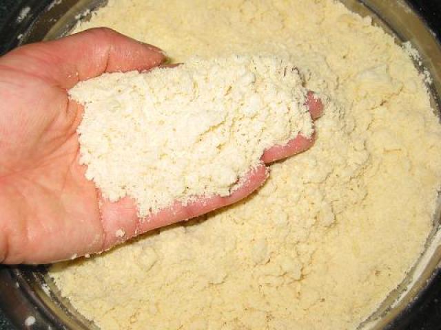 Как правильно сделать крошку из муки и маргарина