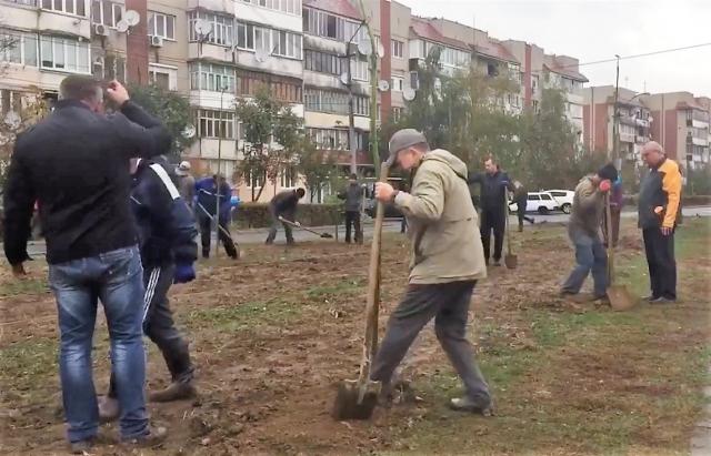 На площі Злагоди у Мукачеві заклали новий парк (ФОТО, ВІДЕО)