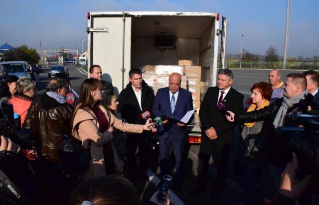 Іштван Грежа повернувся: Угорщина передала Закарпаттю вакцин на 5 млн гривень (ФОТО)