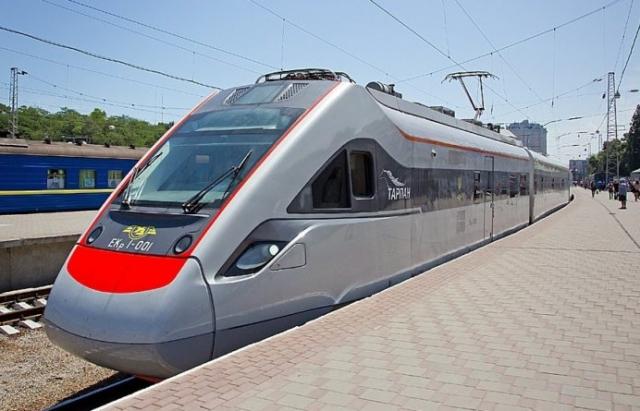 Експерт пояснив, що блокує запуск швидкісних поїздів у бік Закарпаття