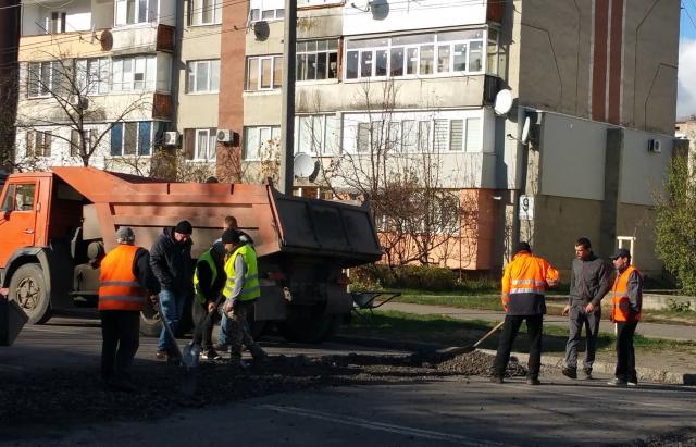 На Росвигівській у Мукачеві готують встановлення належних лежачих полісменів (ФОТОФАКТ)