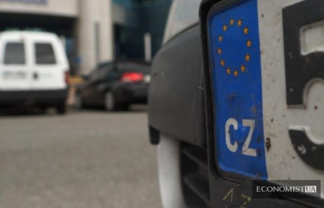 За 4 дні по новому закону в режимі імпорту на Закарпатті розмитнили 71 авто