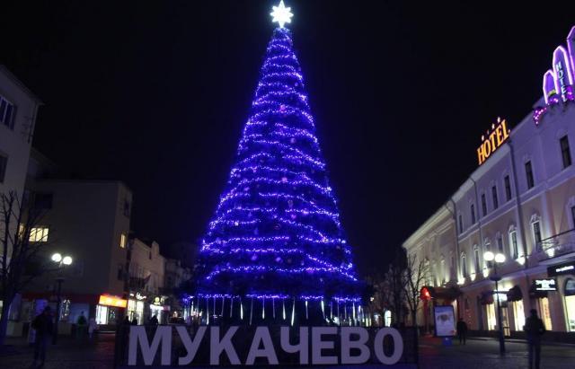 Мукачево визначилось: Стало відомо хто запаюватиме вогні головної ялинки міста